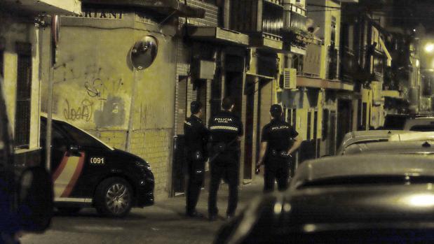 La calle Vasco de Gama ha sido acordonada por la Policía