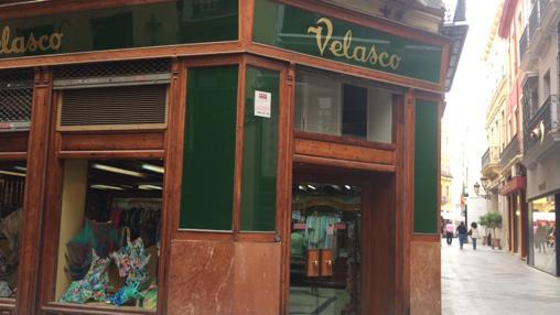 Velasco en la calle Alvarez Quintero
