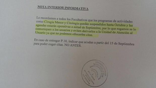 Nota informativa de régimen interior en el que el centro de salud avisa de que no puede ofrecer citas a los usuarios