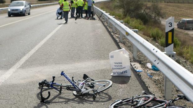 Restos de un accidente en la N-IV a la altura de Los Palacios
