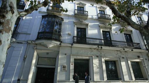Edificio que albergará un hotel en la avenida Reyes Católicos