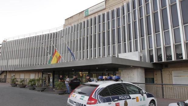 Entrada al hospital de Valme