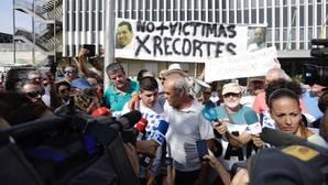 El marido y el padre de Rocío Cortés en la manifestación de este jueves