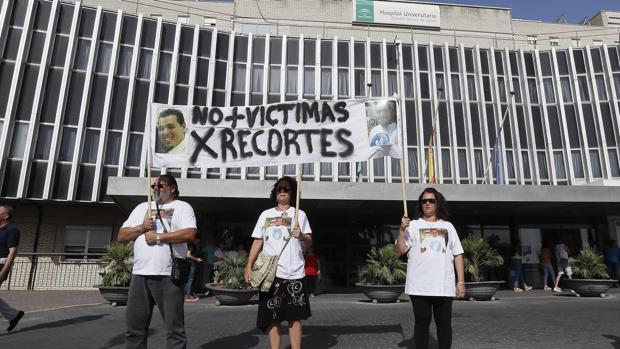 Pancarta contra los recortes de la Junta en materia de salud
