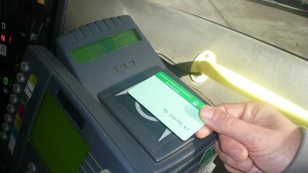 Aparato de recarga de la tarjeta del Consorcio de Transportes