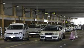 Zona de descarga de pasajeros del aeropuerto de Sevilla