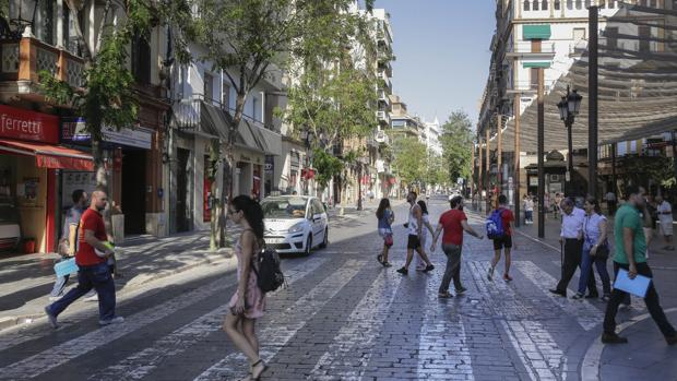 La calle Laraña es muy transitada por peatones y, sin embargo, soporta un gran flujo de tráfico