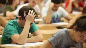 Estudiantes en el examen de Selectividad