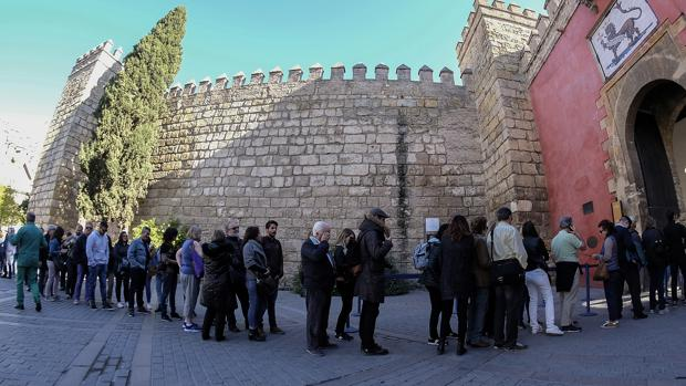La cola de acceso al Alcázar no mejorará con el nuevo proyecto, según Icomos
