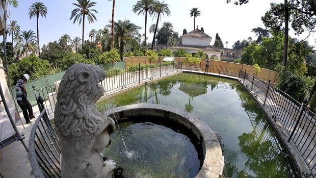 Las habituales obras en los jardines del Alcázar impiden a los turistas hacer el itinerario completo