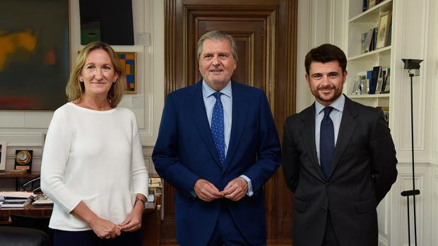 Sánchez Estrella, Méndez de Vigo y Pérez, este jueves en el Ministerio de Cultura