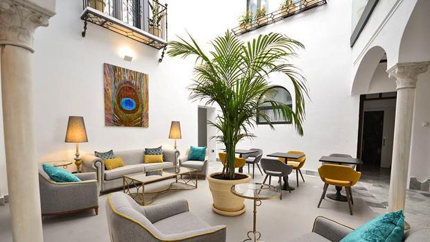 Patio del hotel Legado Alcázar, que acaba de recibir licencia municipal de apertura