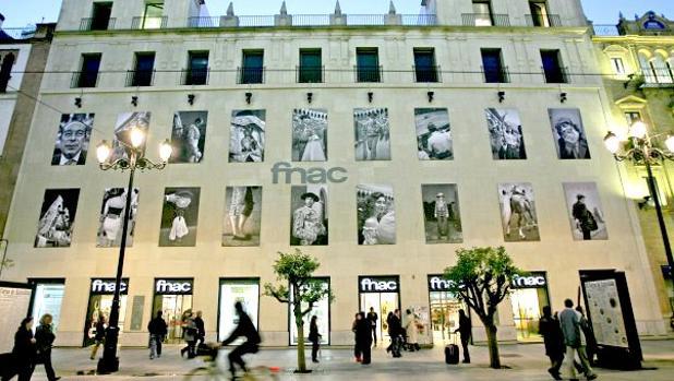 Fachada de la tienda de Fnac en la avenida de la Constitución, 8 de Sevilla