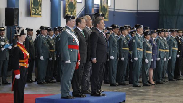 El director general de la Guardia Civil (centro de la imagen) estuvo este miércoles en Montequinto