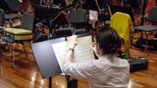 Bezanilla ha sido violista en la Sinfónica de Sevilla, la Orquesta Joven de Andalucía y la West-Estern Divan Orchestra de Barenboim