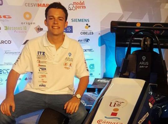 Ignacio Domínguez-Adame Palomo, bisnieto del inventor del primer coche eléctrico de España y hoy integrante del grupo universitario que diseña coches monoplaza de competición