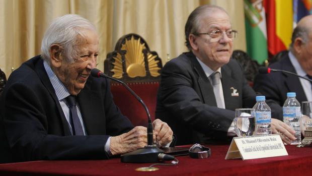 Manuel Olivencia durante su intervención este martes en la sede del Ateneo