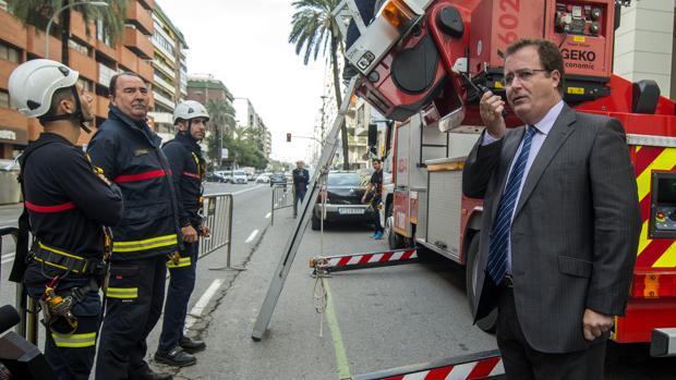 El concejal delegado de Movilidad, Seguridad y Fiestas Mayores del Ayuntamiento de Sevilla, Juan Carlos Cabrera