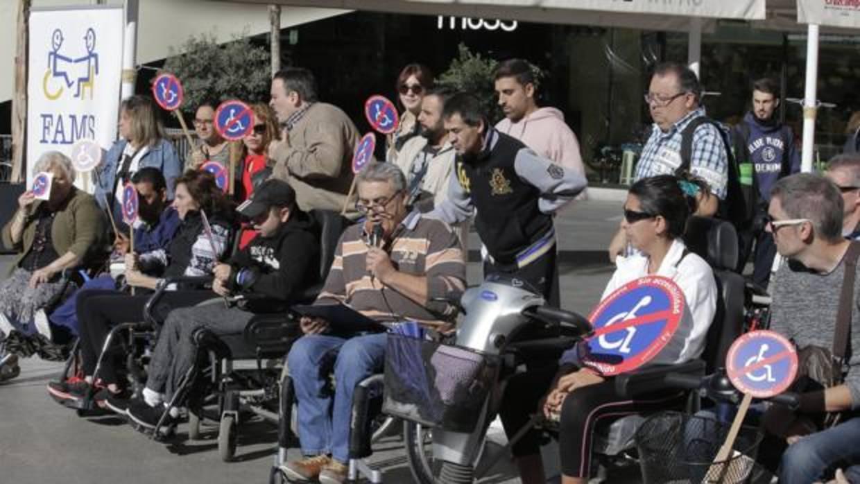 Las Personas Con Discapacidad De Sevilla Salen A La Calle
