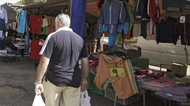 El mercadillo del Charco de la Pava de los sábados es uno de los más demandados