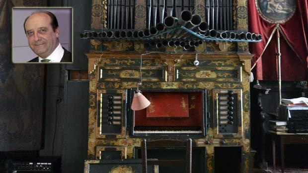 El abogado sevillano Joaquín Moeckel y el órgano del convento de Santa Inés