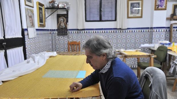 Hemeroteca: Las primeras imágenes del nuevo palio de la Virgen de la Aurora | Autor del artículo: Finanzas.com