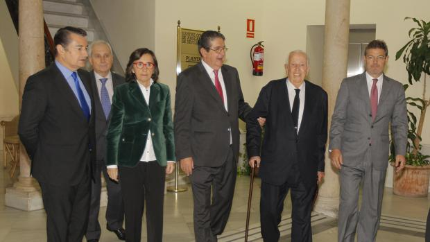 De izquierda a derecha, Antonio Sanz, Rosa Aguilar, José Joaquín Gallardo, Manuel Olivencia y Rafael Catalá