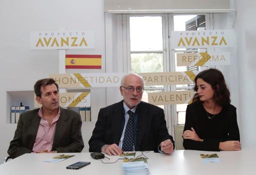 Julio Díaz Escudero, Benigno Blanco y Alejandra Palma durante la rueda de prensa