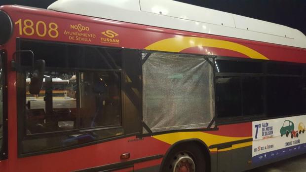 Estado de uno de los autobuses dañados por el vandalismo