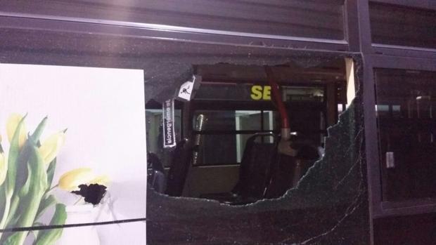 Estado de uno de los autobuses de las líneas afectadas