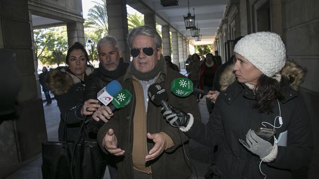 Enrique Filguera y otros taxistas acusados de quemar coches de Cabify han acudido este lunes a los juzgados