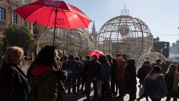 Turistas en la plaza de San Francisco de Sevilla