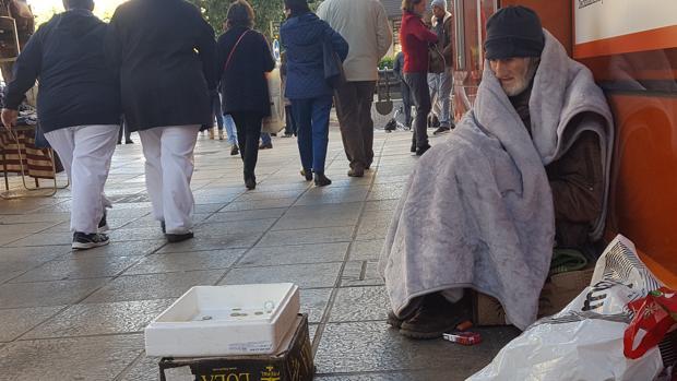 En Sevilla hay casi medio millar de personas vivienda en la calle, entre ellas Antonio Escobar
