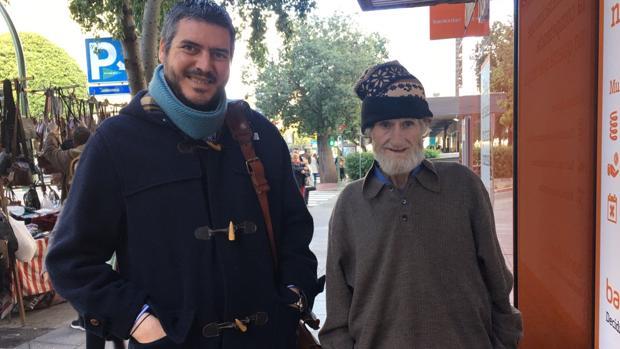 Francisco Martínez, alcalde de Fuentes de Andalucía, junto a Antonio Escobar Aguilar