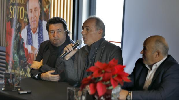 José Carlos Seco, José Manuel Soto y Horacio Calvente este lunes durante la presentación del disco