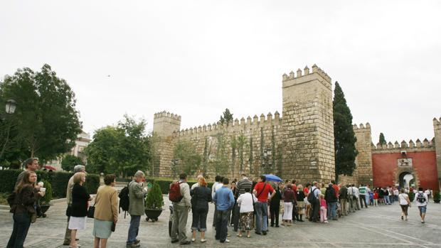 Colas en el Real Alcázar de Sevilla