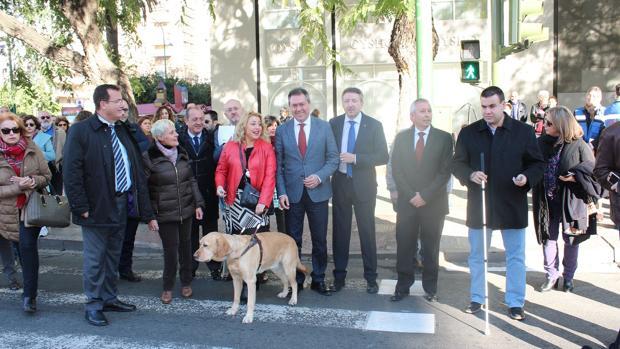 El alcalde Juan Espadas, este jueves durante la presentación de los nuevos dispositivos en Nervión