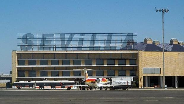 aeropuerto de sevilla san pablo vitoria