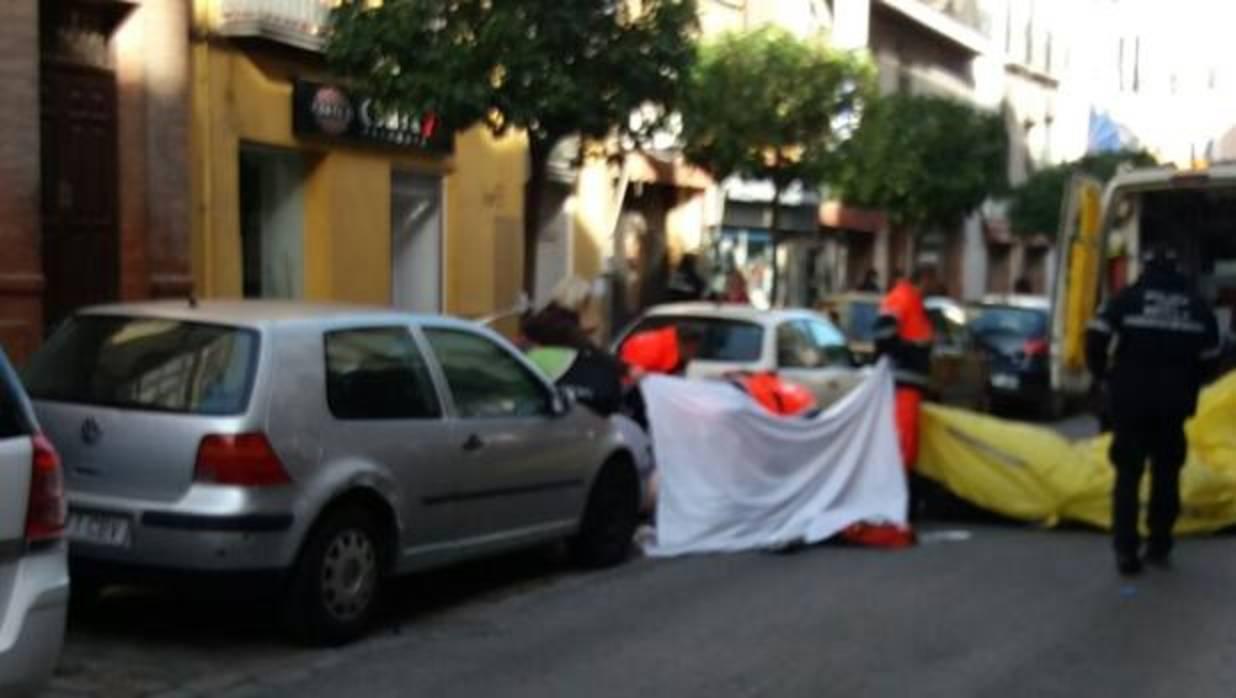 Cortan la calle feria en sevilla por un accidente tras for Servicio tecnico jane sevilla calle feria