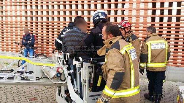 Los Bomberos facilitaron la evacuación desde el balcón