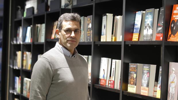 Juan Domínguez Bendala en la nueva libreria Isla de Papel