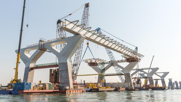 Construcción del puente de Montreal, en el que trabajan dos empresas de Sevilla