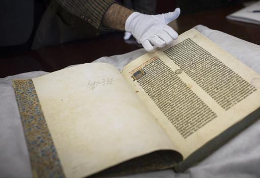 La Biblia del Oso de la Universidad, restaurada en 2015