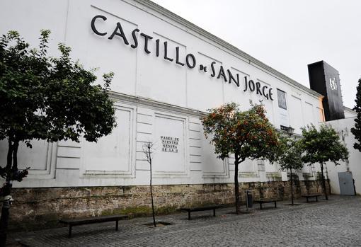 Fachada del castillo de San Jorge en Triana