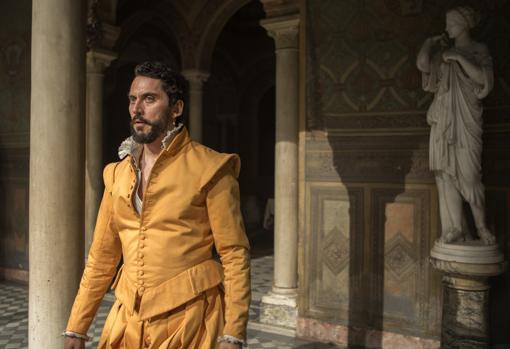 El protagonista, de apellido Zúñiga, en la Casa de Pilatos