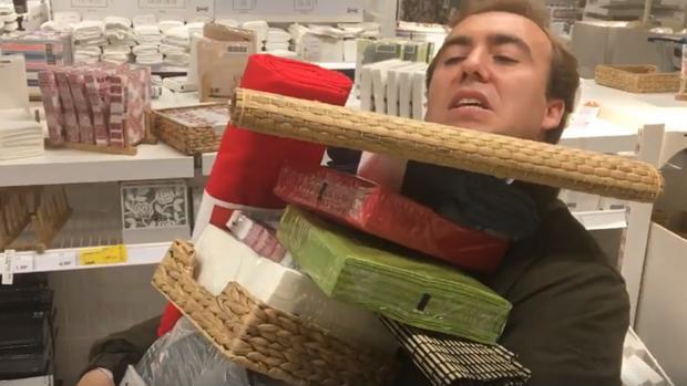 Las desventuras del cómico Ignacio de la Puerta, esta vez en IKEA