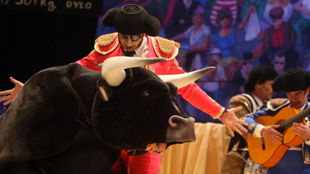 La chirigota de Sevilla «Una corrida en tu cara»