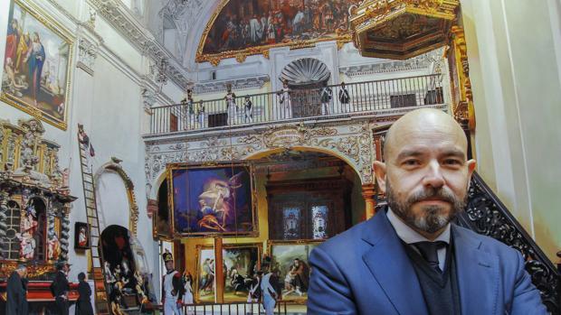 Fernando Vaquero, ante su cuadro «El expolio»