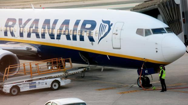 Un avión de Ryanair en el aeropuerto
