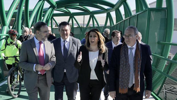 Felipe López, Juan Espadas, Susana Díaz y Fernando Zamora atravesando la pasarela